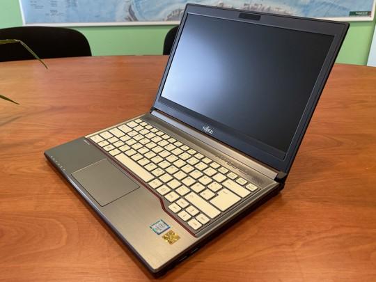 "Fujitsu LifeBook E736 használt laptop, Intel Core i5-6300U, HD 520, 4GB DDR4 RAM, 500GB HDD, 13,3"" (33,8 cm), 1366 x 768 - 1525896 #1"